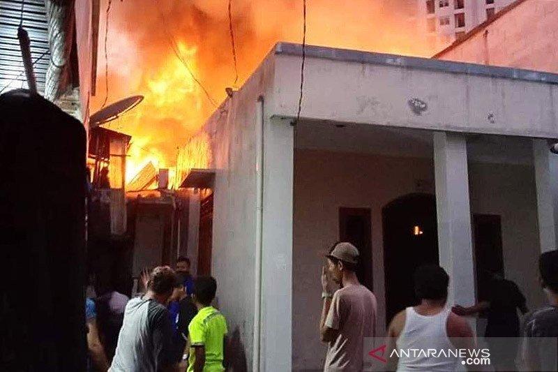 Rumah warga di Penjaringan Jakarta Utara terbakar