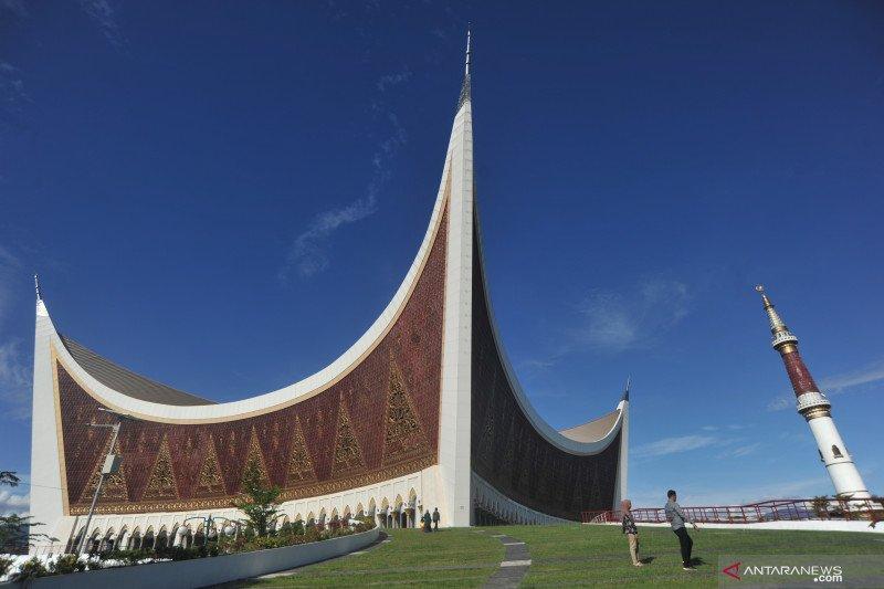 Tersangka penyelewengan dana infak Masjid Raya Sumbar ditahan