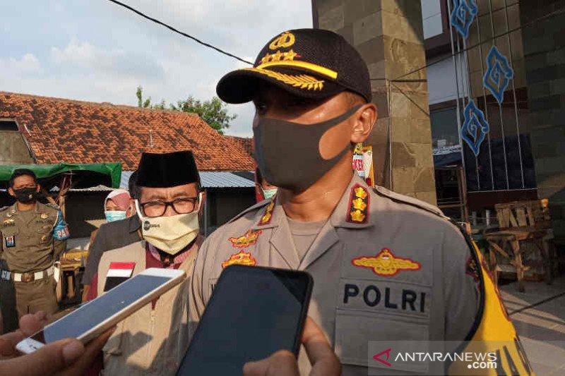 Densus 88 bawa sejumlah barang bukti dari rumah terduga teroris
