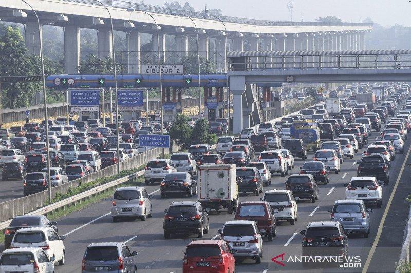 Kepadatan kendaraan di Tol Jagorawi arah Jakarta