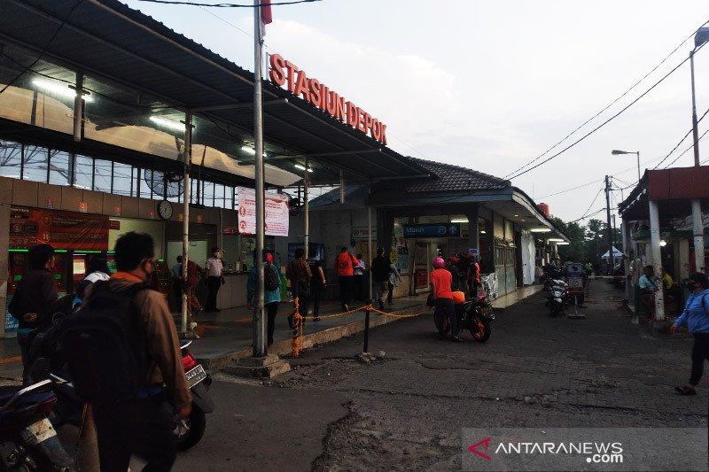 Tidak terlihat antrean panjang penumpang KRL di Depok