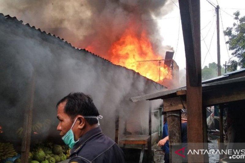 Sepuluh rumah hangus terbakar di Jalan Punak Medan