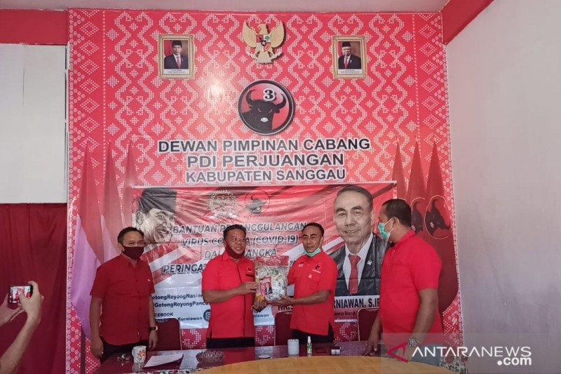 Anggota Komisi I DPR RI bagikan 500 paket sembako di Sanggau