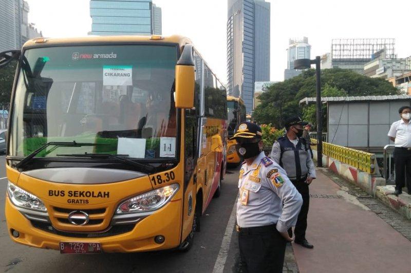 50 bus sekolah dikerahkan urai kepadatan penumpang KRL Jakarta-Bogor