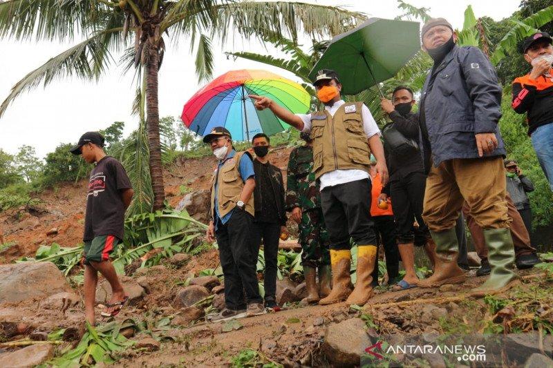Pemkab Jeneponto masih telusuri keberadaan tiga korban longsor
