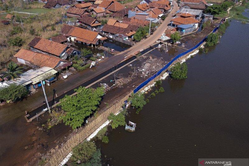 Pembangunan tanggul rob darurat di pesisir Pekalongan
