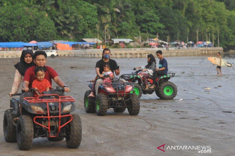 Setelah diberlakukan normal baru sejak 13 Juni 2020 sektor pariwisata di Padang mulai menggeliat