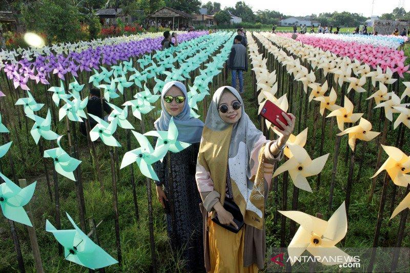 Wisata kebun kincir angin Rainbow Garden di Gowa