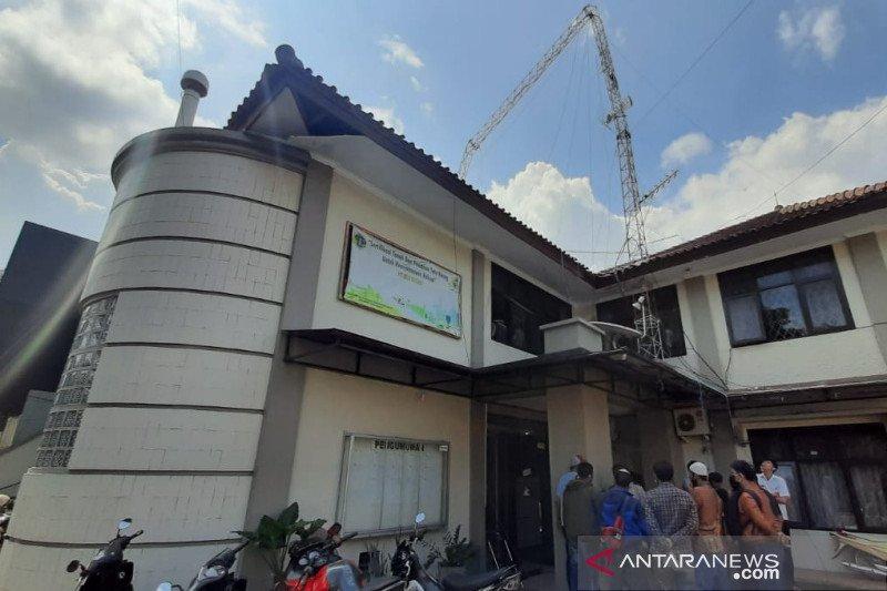 Seorang tewas, empat luka akibat menara di Gedung BPN Garut roboh