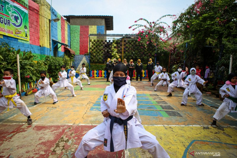 Latihan karate dengan protokol kesehatan