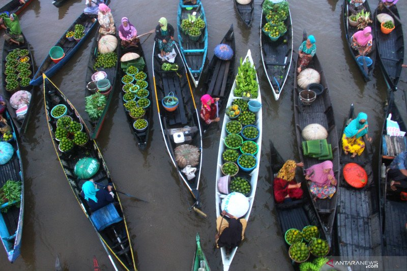 Pedagang Pasar Terapung Lok Baintan Mulai Ramai Antara News Makassar Berita Terkini Makassar