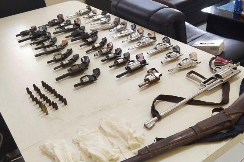 Warga serahkan 35 pucuk senjata rakitan ke polisi