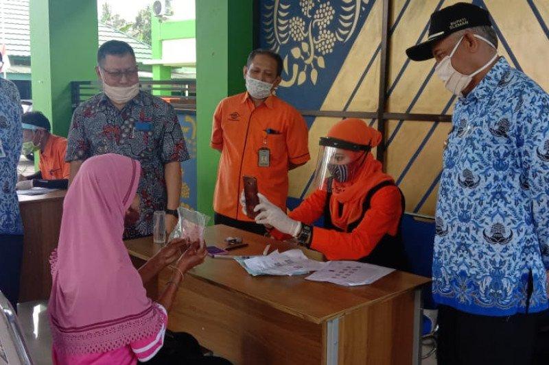 Staf Ahli Mensos tinjau penyaluran BST Tahap II di Sleman