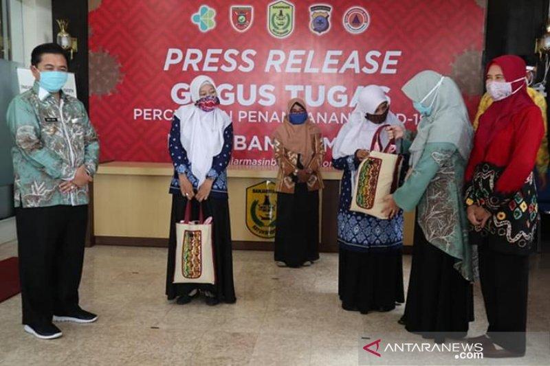 Lebih 700 guru TK/PAUD honorer di Banjarmasin terima bansos COVID-19