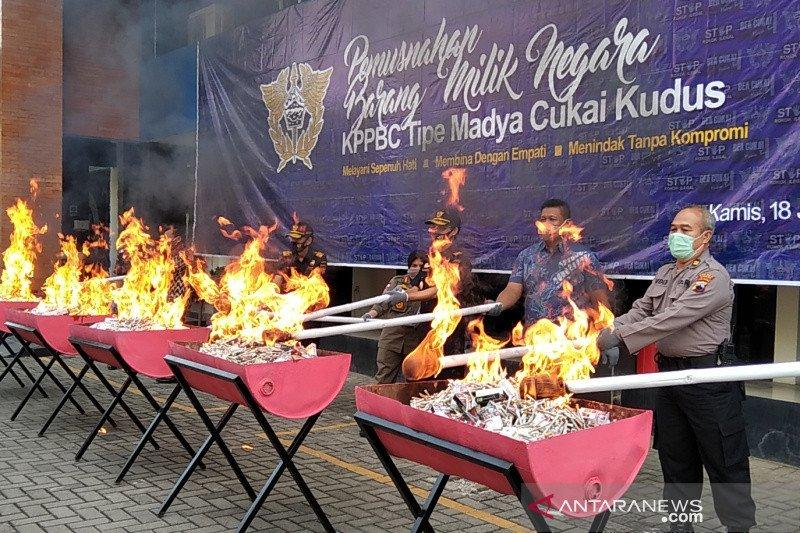 KPPBC Kudus musnahkan rokok 11,9 juta batang