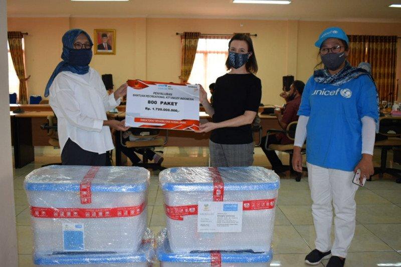 UNICEF gandeng Kemensos salurkan recreational kits kepada LKSA