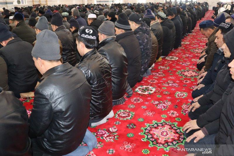 Masjid di Xinjiang terapkan jarak antarmakmum