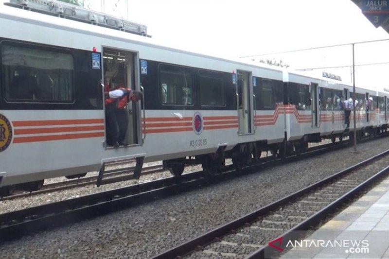 INKA uji coba lokomotif dan kereta penumpang pesanan Filipina
