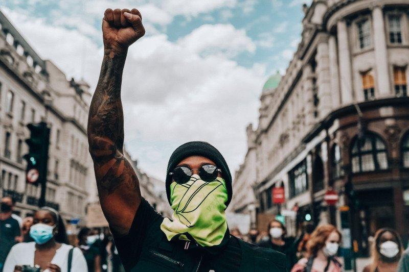 Lewis Hamilton ikut aksi damai