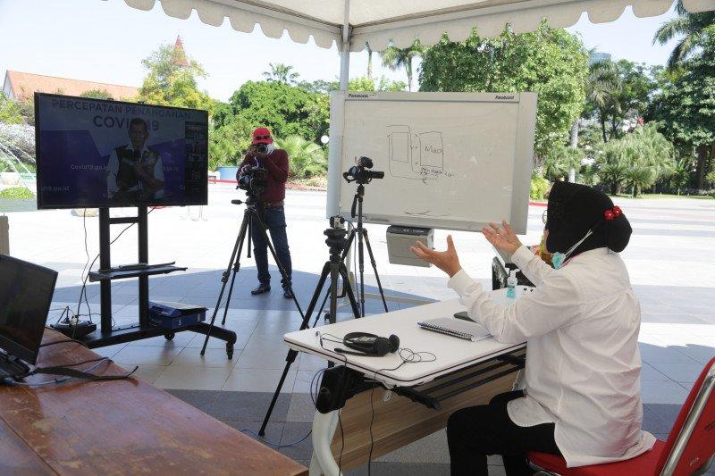 Strategi Risma agar warga Surabaya bisa beradaptasi dengan normal baru