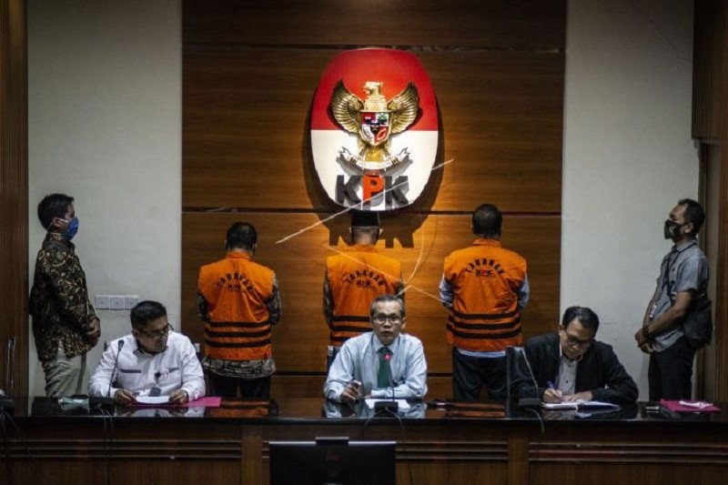 KPK tahan tiga mantan anggota DPRD Jambi terlibat suap