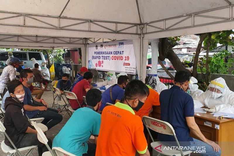 Pedagang di tiga pasar Jakarta Pusat ikut tes   COVID-19