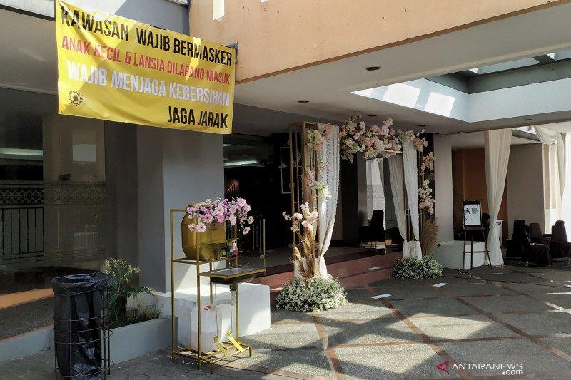 Pemkot Bandung larang anak-anak dan lansia hadir di resepsi pernikahan