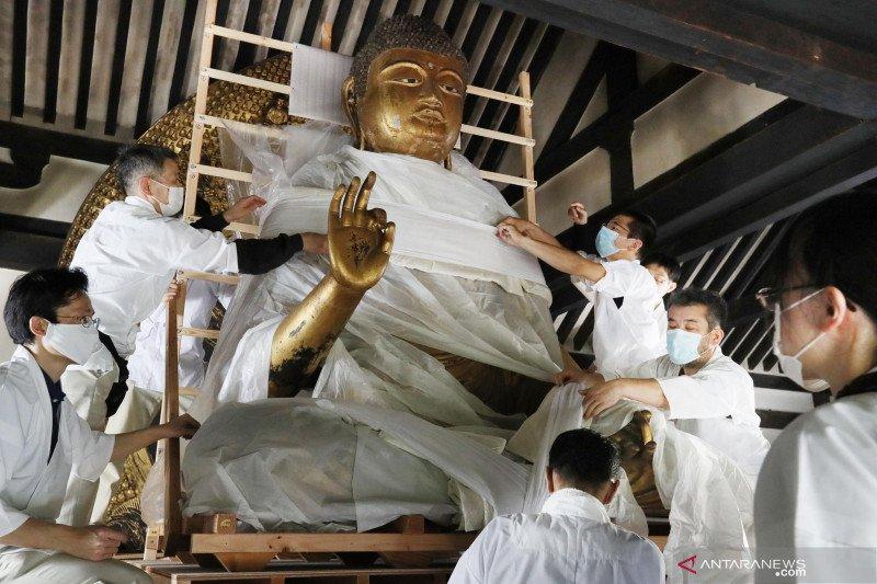 Perbaikan patung Amida Nyorai di Kyoto