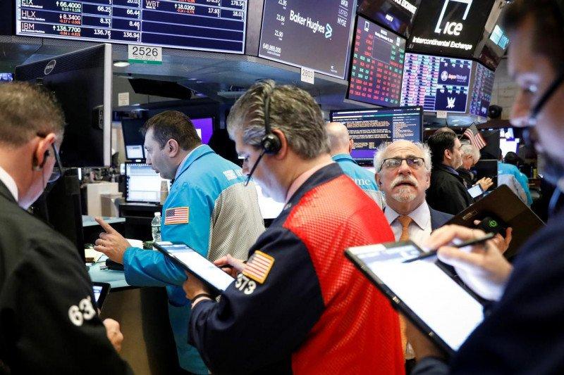 Wall Street dibuka merosot, terseret kejatuhan saham bank