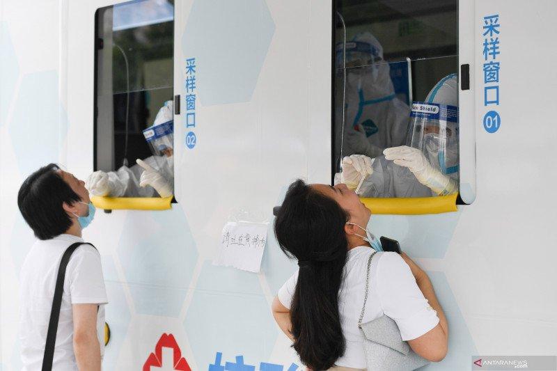 Kendaraan tes mobile COVID-19 di Beijing