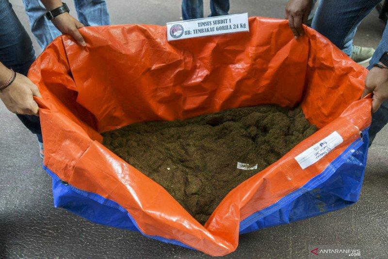 Pembuat tembakau gorila cair samarkan paket bahan baku sebagai pemutih