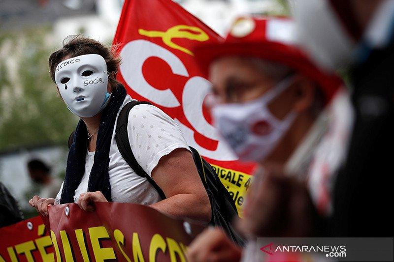 Petugas medis Prancis protes kondisi kerja 'melelahkan' selama pandemi