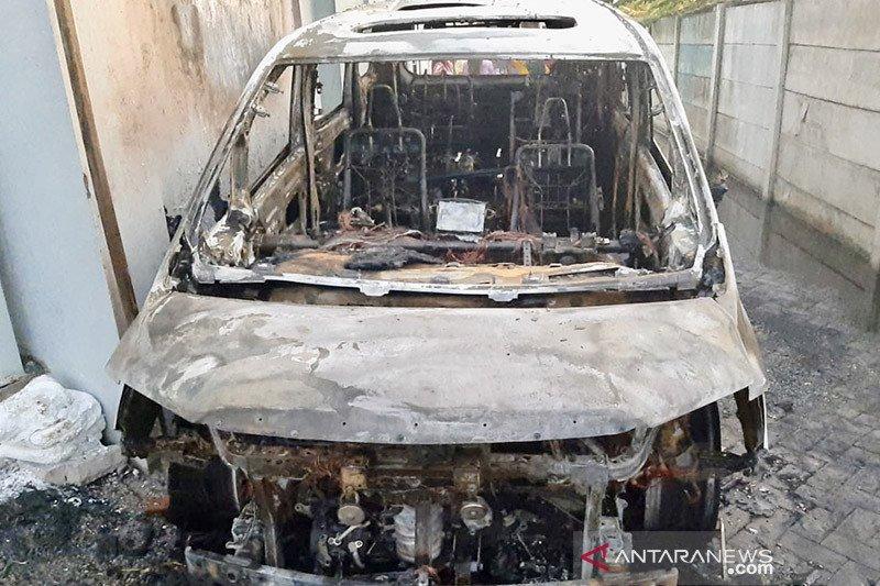 Hukum kemarin, pembakar mobil Via Vallen sampai Deky Aryanto diperiksa