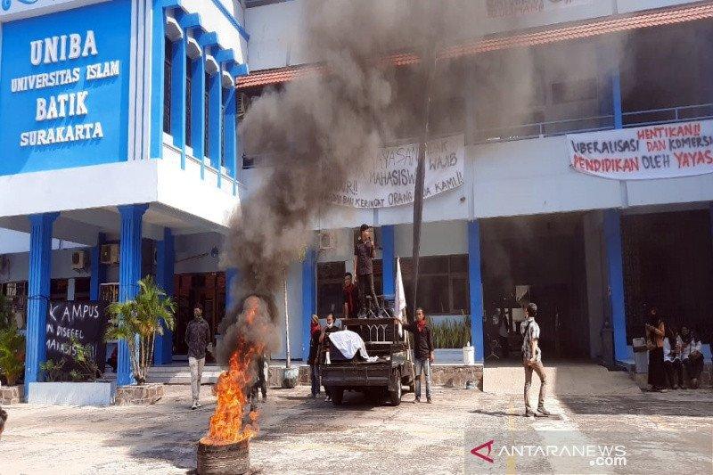 Mahasiswa-dosen-karyawan UNIBA Surakarta tuntut mundur ketua yayasan
