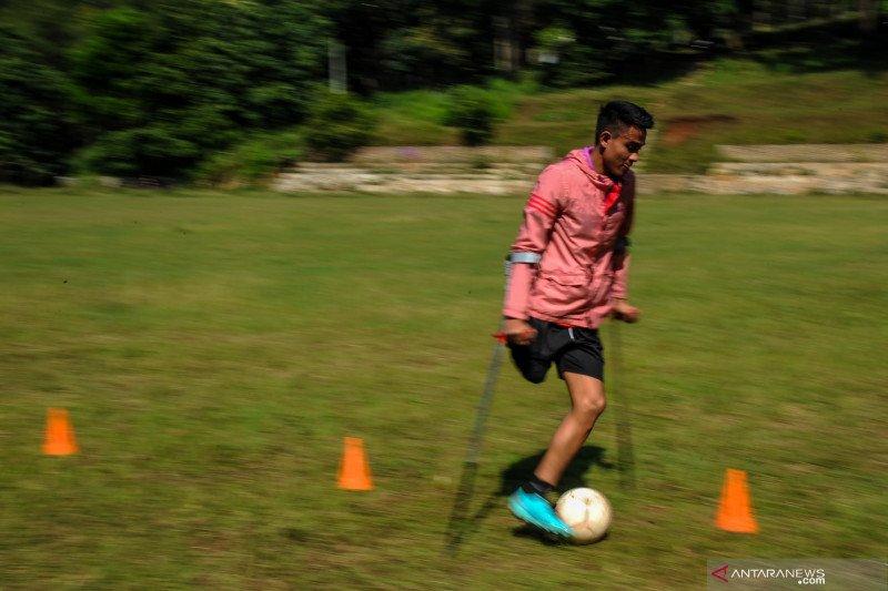 Latihan mandiri atlet Timnas Amputee Football