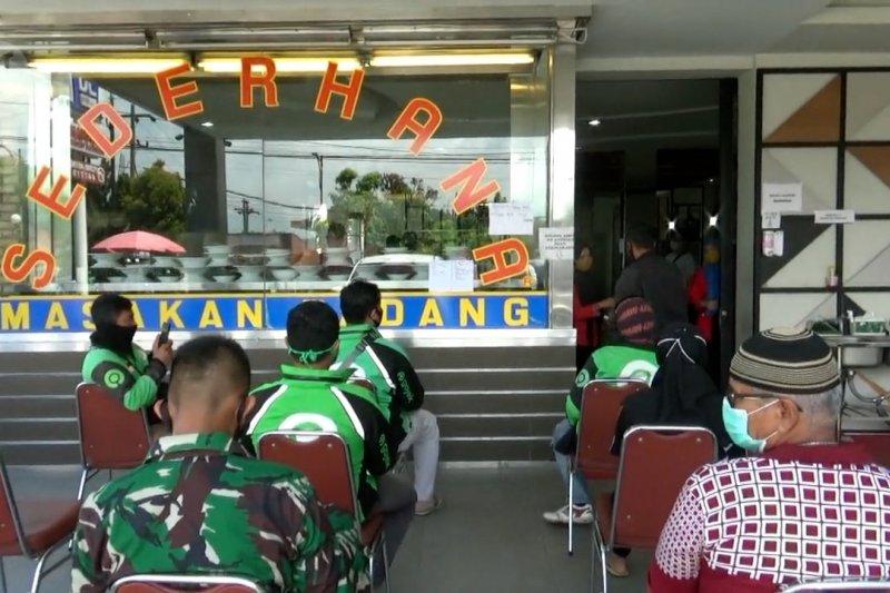 Normal baru ala restoran padang di Kota Padang