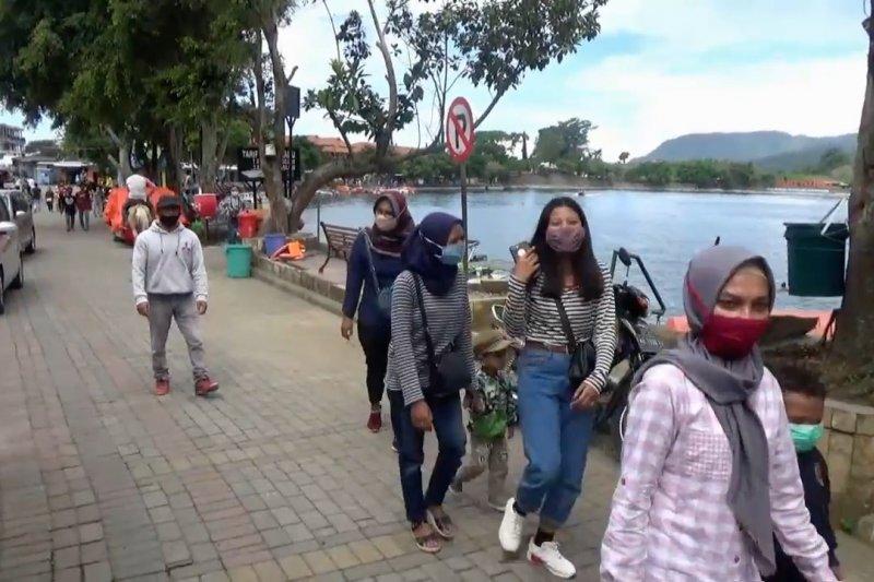 Hari pertama dibukakembali, wisatawan mulai kunjungi Telaga Sarangan