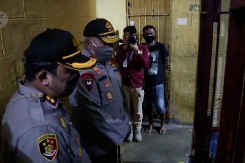 Anggota terpapar COVID-19, Kapolda Papua tinjau kesehatan tahanan di Polres Mimika