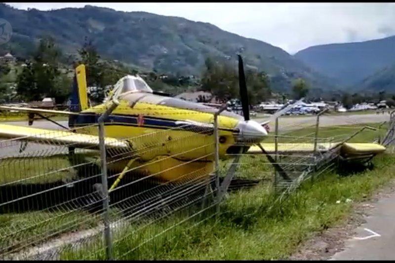 Pesawat pengangkut BBM tergelincir di Tolikara Papua