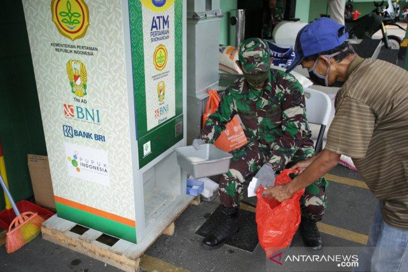 Pupuk Indonesia salurkan 483 ton beras melalui ATM beras