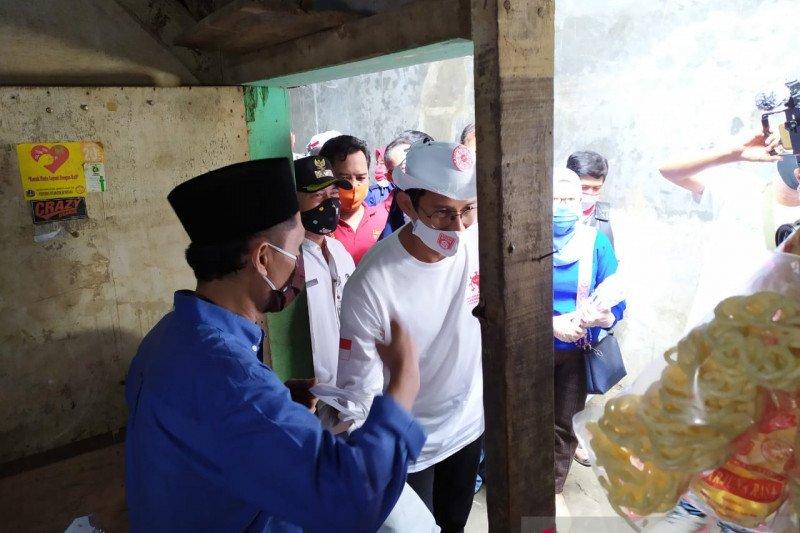 Relawan Indonesia Bersatu beri bantuan sembako di Kampung Melayu