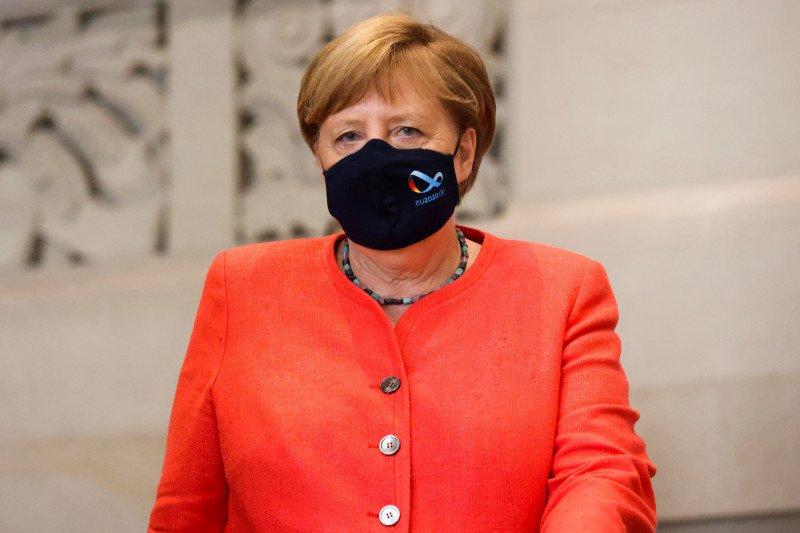 Kanselir Jerman tampil mengenakan masker usai dikritik