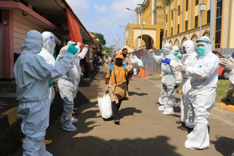 Pasien COVID-19 sembuh di Surabaya setiap harinya lebih 100 orang