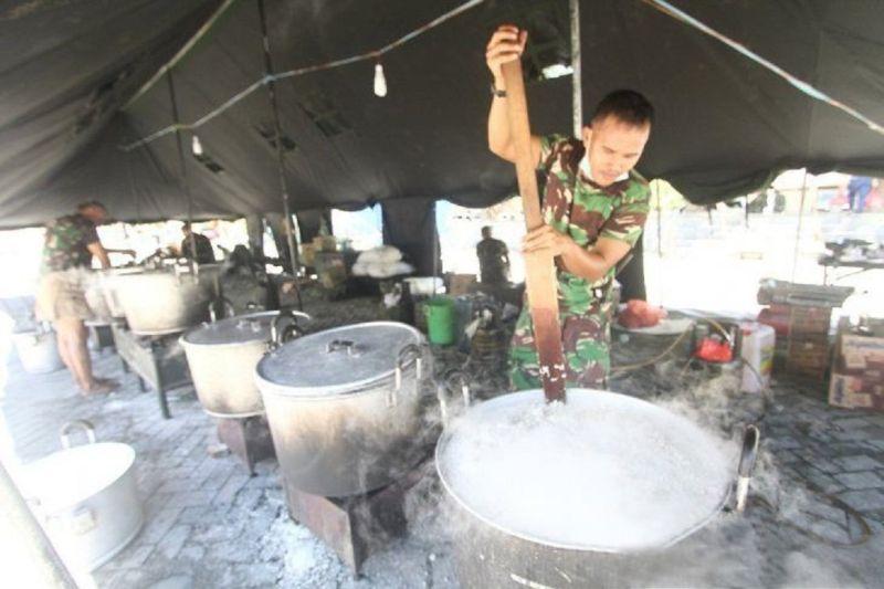 Kodam XIII/Merdeka dirikan dapur umum bantu korban banjir Gorontalo