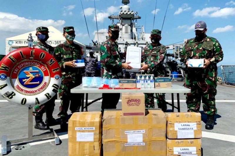Koarmada II serahkan alat kesehatan Mabes TNI Ke Lantamal VI