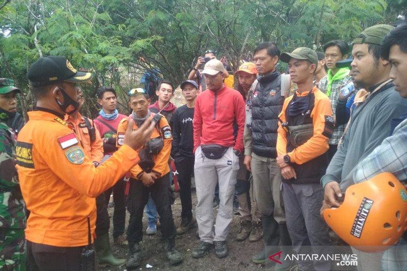 Pendaki ditemukan selamat tanpa baju di Gunung Guntur Garut