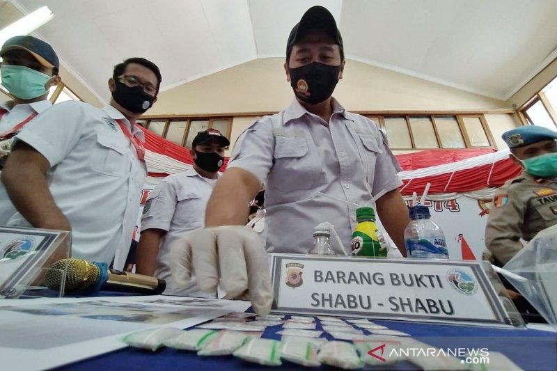 Polres Cimahi tangkap biduanita pengedar narkoba jaringan LP