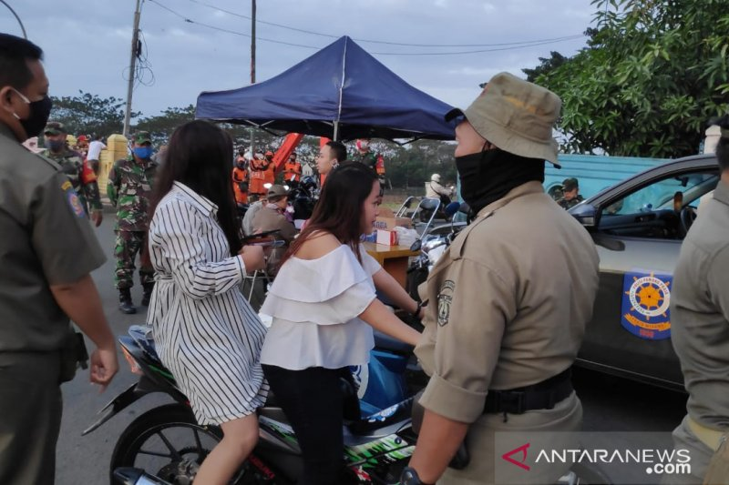 Satpol PP Jaktim larang berdagang di BKT selama dua pekan