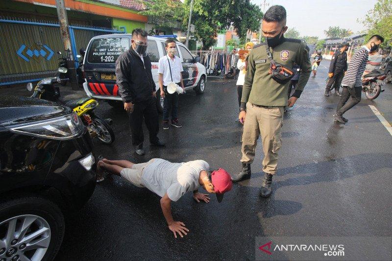 Hukuman 'push up' bagi warga yang tidak pakai masker