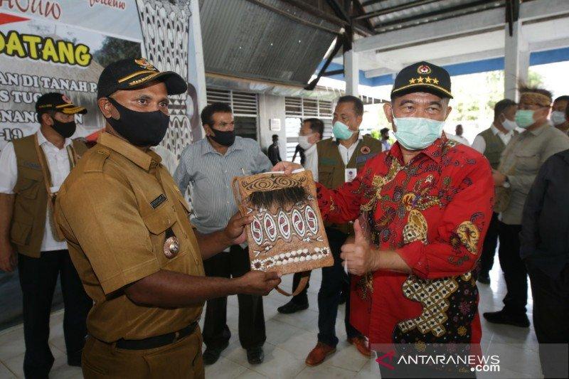Menko PMK dorong pemugaran rumah adat Papua